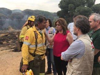 La presidenta de la Junta visita el Puesto de Mando Avanzado contra el incendio de Moguer
