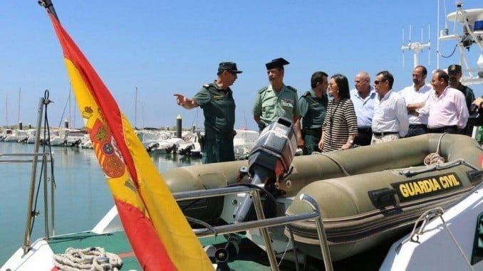 Grávalos  asiste a una charla de la Guardia Civil sobre la campaña de inspección de embarcaciones