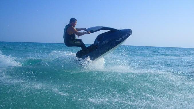 Con la llegada del verano se inicia una campaña de control de las embarcaciones de recreo y motos náuticas