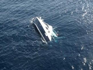 Le embarcación ha  naufragado en la Ría Carreras