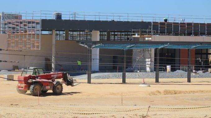 Se ha concluido la estructura del edificio de viajeros y están prácticamente terminadas la cubierta y la fachada