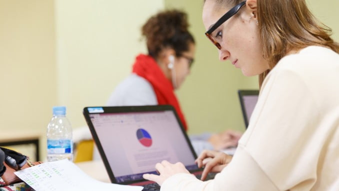 Uno de los retos que tienen actualmente las Universidades, en materia de informática y comunicaciones, es mejorar la rapidez