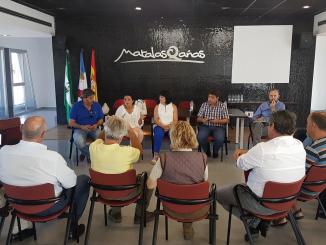 La delegada de Cultura y Turismo con el sector turístico de Matalascañas