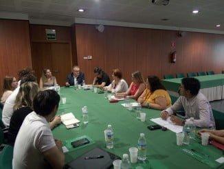 El delegado de Salud en Huelva ha mantenido un encuentro con alcaldes y otros representantes municipales de la comarca del Andévalo con la finalidad de abordar mejoras en la calidad de la atención sanitaria