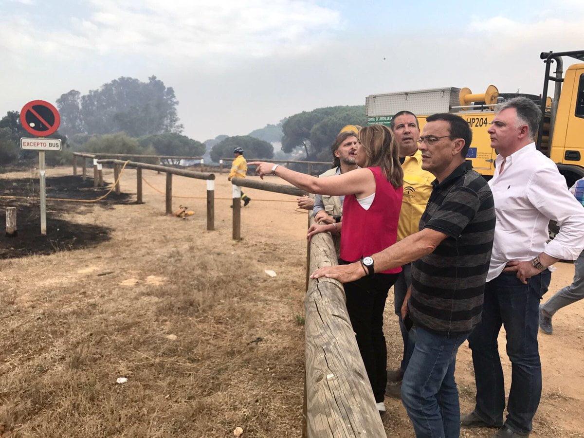 La presidenta del Gobierno andaluz sigue con atención la evolución del incendio