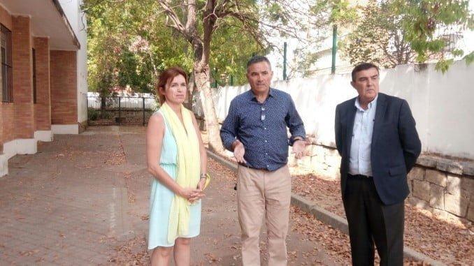 El delegado de Educación visita el IES Clara Campoamor
