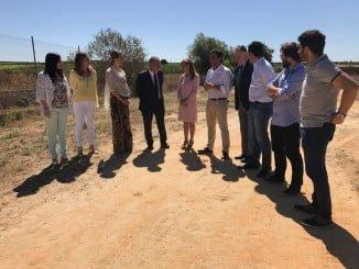 La consejera de Salud, Marina Álvarez, ha visitado los terrenos del futuro Chare del Condado
