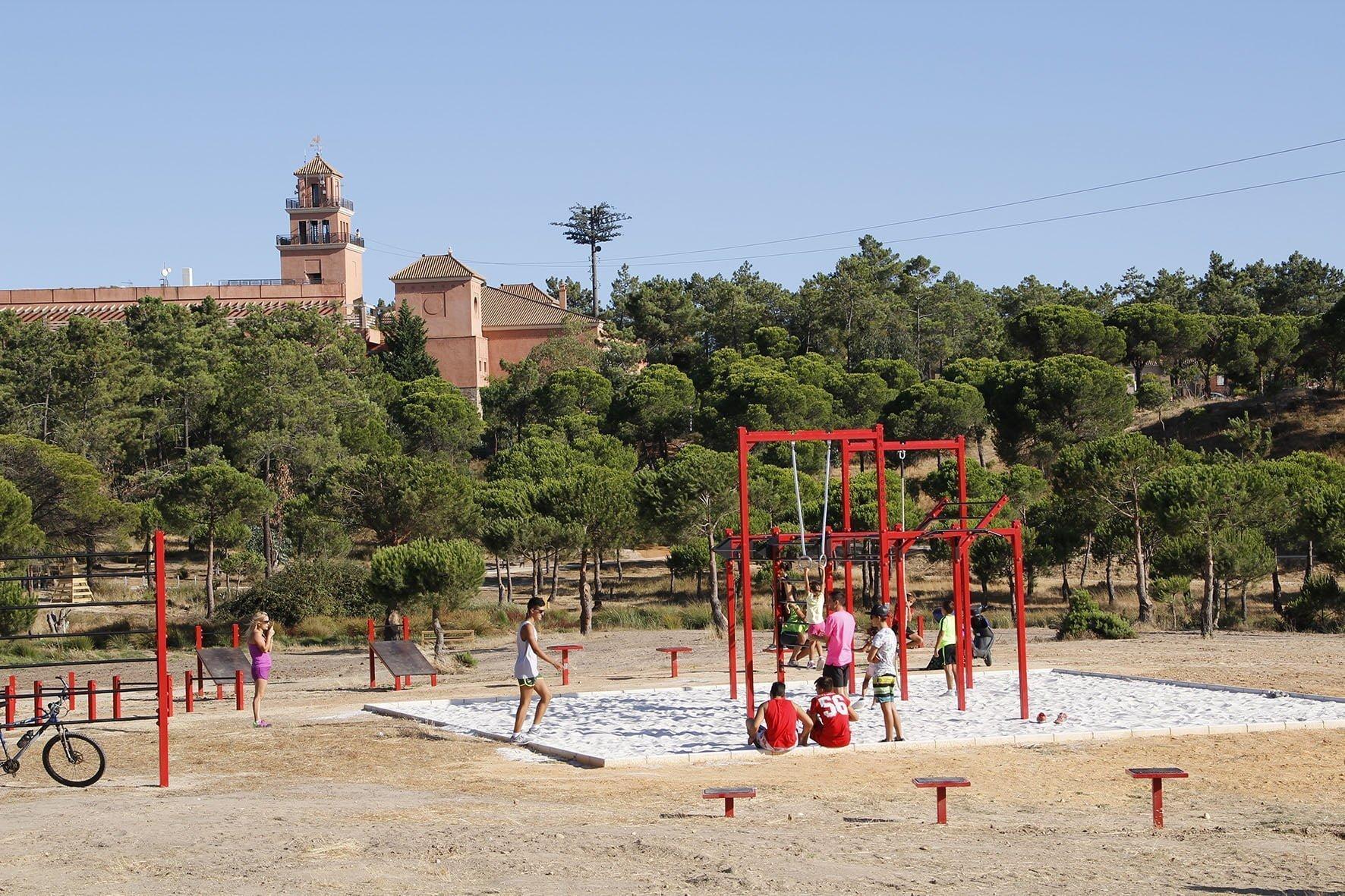 La tirolinea parte del centro comercial 'La Hacienda, situado en el Campo de Golf, y llega hasta el parque del Camaleón.