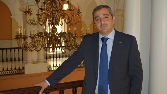 Tomás Escobar, decano de la Facultad de Ciencias Empresariales y Turismo de la Universidad de Huelva.