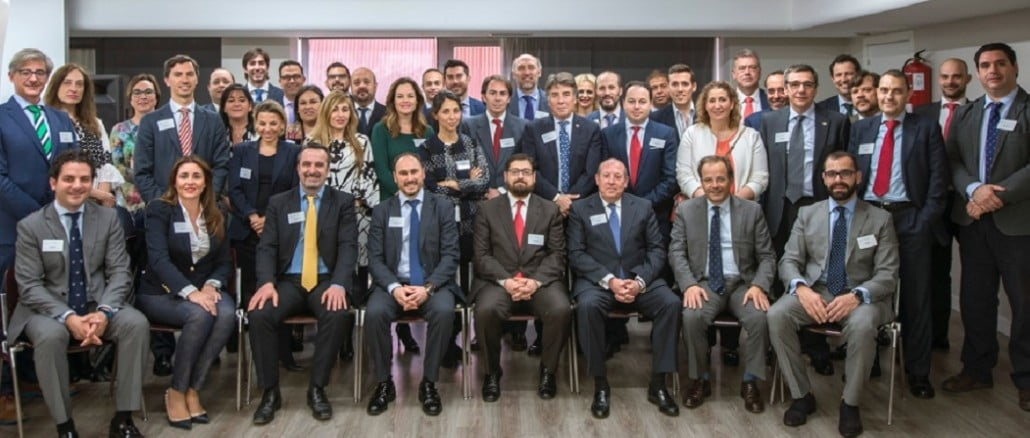 Fotografía de los representantes de los despachos de abogados integrantes de la Red Nacional de Abogados.