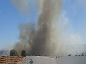 El incendio está muy cerca de la localidad de El Cerro de Andévalo.