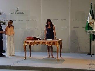Momento de la toma de posesión como rectora de María Antonia Peña, junto a la presidenta de la Junta de Andalucía y el consejero.