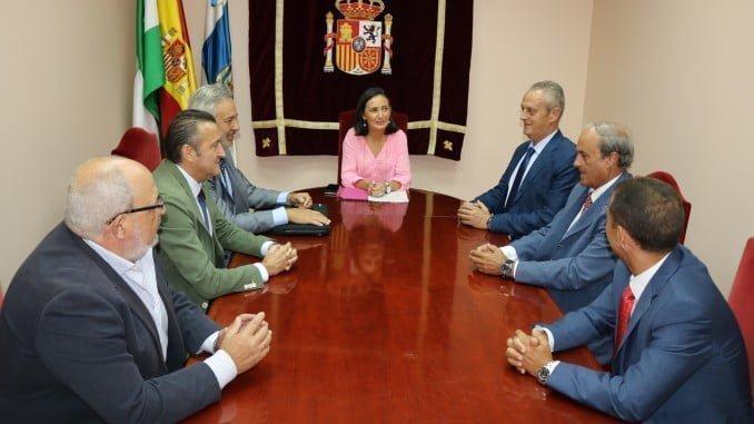 Reunión de representantes de HuelvaPort con Asunción Grávalos, la subdelegada del Gobierno en Huelva
