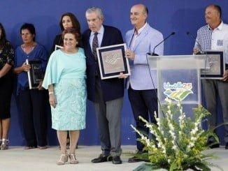 La Mancomunidad de Islantilla rindió homenaje a los pioneros de la urbanización, entre ello al empresario Hernández de Mercado y al fallecido Manuel Camacho.