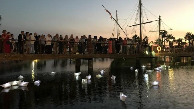 Barquitos de papel en la laguna de las Carabelas para celebrar este aniversario