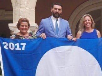 Antonia Grao y Montserrat Márquez en una imagen reciente junto al consejero de Turismo