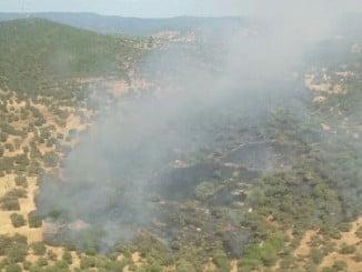 Imagen del incendio declarado en el término municipal de Aroche