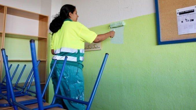 Se están realizando trabajos de pintura en algunos colegios de la capital