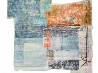 Su obra es un collage de papeles, cartas, fotos y estampillas