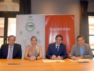 Firma del convenio entre Extenda y Bankinter