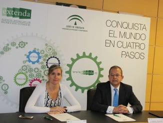La consejera delegada de Extenda  y el director de Instituciones de la Territorial Sur de BBVA