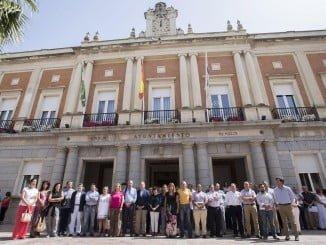 Minuto de silencio ante el Ayuntamiento de Huelva en recuerdo a Miguel Ángel Blanco