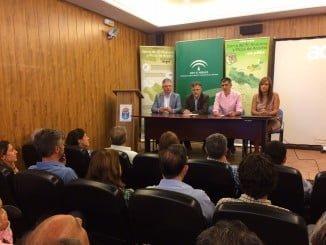 El consejero de Medio Ambiente presenta en Galaroza el Plan Estratégico del Castañar