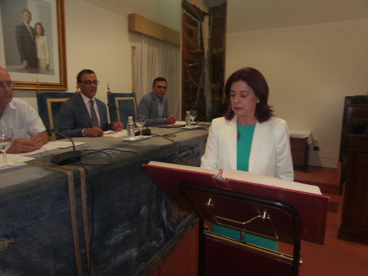 María del Carmen Castilla ha tomado posesión como nueva diputada socialista en sustitución de Domingo Domínguez