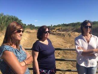 La delegada de Medio Ambiente y la alcaldesa de Aljaraque visitan las obras de los cauces
