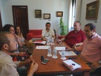 Reunión de representantes de la Diputación con los de las autoescuelas de la Sierra de Huelva, una de las zonas más perjudicadas
