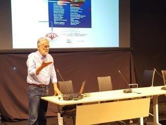 El catedrático de Microbiología  Ricardo Amils diserta sobre la faja pirítica del Tinto