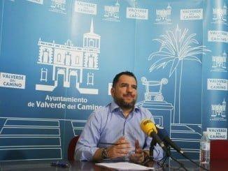 El concejal de economía de Valverde da cuenta en rueda de prensa del informe sobre solvencia