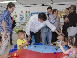 El alcalde de Huelva, Gabriel Cruz, visitando las instalaciones del Virgen de Belén