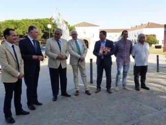 El consejero de Economía y Conocimiento y el rector de la UNIA en los Cursos de Verano de La Rábida