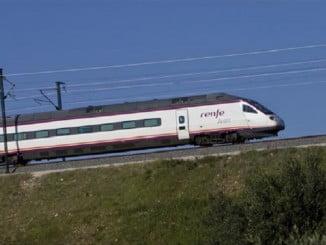 Hasta primeros de noviembre se mantendrá la oferta de cuatro trenes diarios, dos por sentido