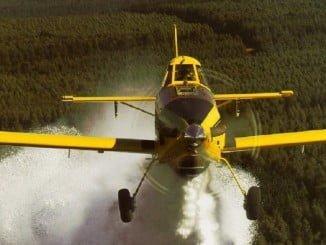 Un avión del Gobierno trabaja en la extinción del incendio de Riotinto declarado el 3 de junio