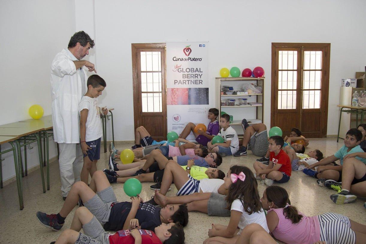 Los niños reciben educación alimentaria, introduciéndoles hábitos de vida saludables