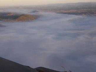 La espesa nube de humo ha impedido a los aéreos trabajar durante la mañana