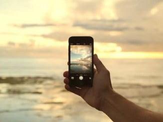 El móvil es el gran enemigo de la desconexión en verano
