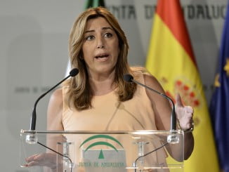La presidenta de la Junta, Susana Díaz, echa balones fuera y dice que los fraudes en festivales o aeropuertos son de competencia estatal, no autonómica