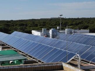 El Centro Agua del Pino cuenta con la única instalación térmica en funcionamiento en Andalucía que combina el empleo de energía solar térmica con sistemas de enfriamiento de agua por el método de absorción