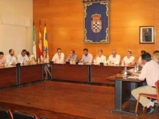 Sesión plenaria en el Ayuntamiento de Moguer