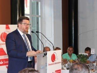 El consejero de Agricultura, Pesca y Desarrollo Rural en un foro del Huelva Información