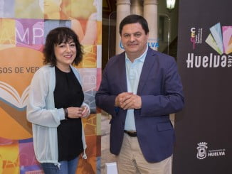 La concejala de Cultura, Elena Tobar y el vicerrector del Campus de La Rábida, Agustín Galán