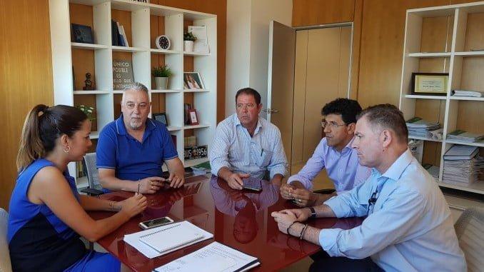 Reunión de la comisión de infraestructuras de la FOE con la delegada de Fomento