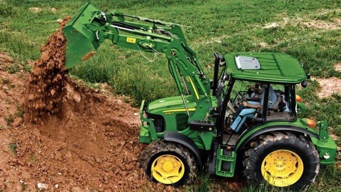 Los agricultores obtendrán financiación para la compra de tractores y maquinaria agrícola en la Caja Rural