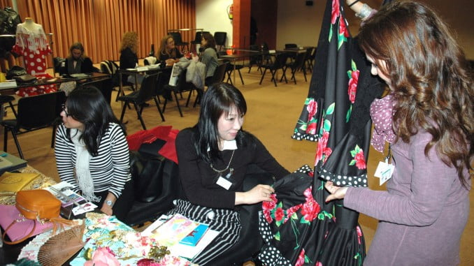 Empresas andaluzas muestran sus vestidos de moda flamenca a importadores japoneses