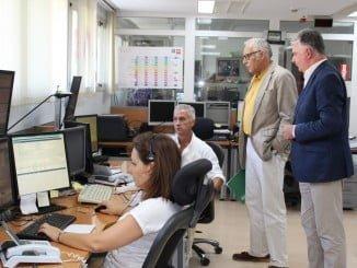 El delegado del Gobierno andaluz en Huelva visitando el Centro de Coordinación de Emergencias