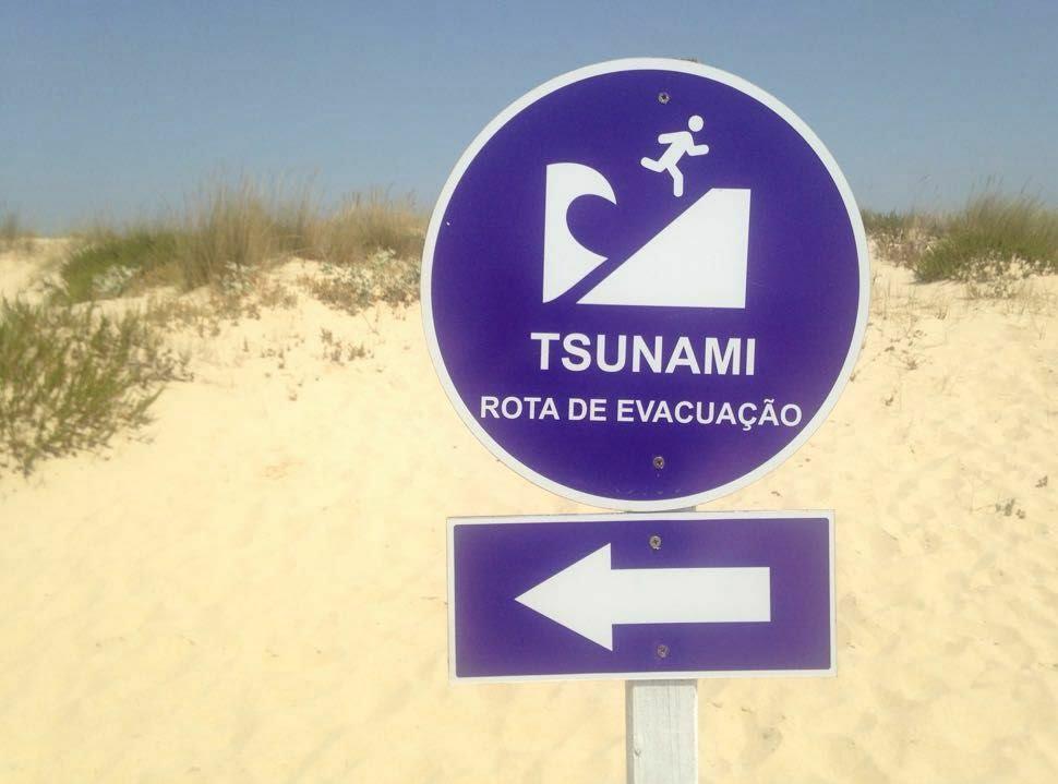 En la costa del Algarve ya hay señalíticas explicando las zonas de evacuación. En Huelva ningún Ayuntamiento del litoral ha dado un paso, lo que es una enorme irresponsabilidad.