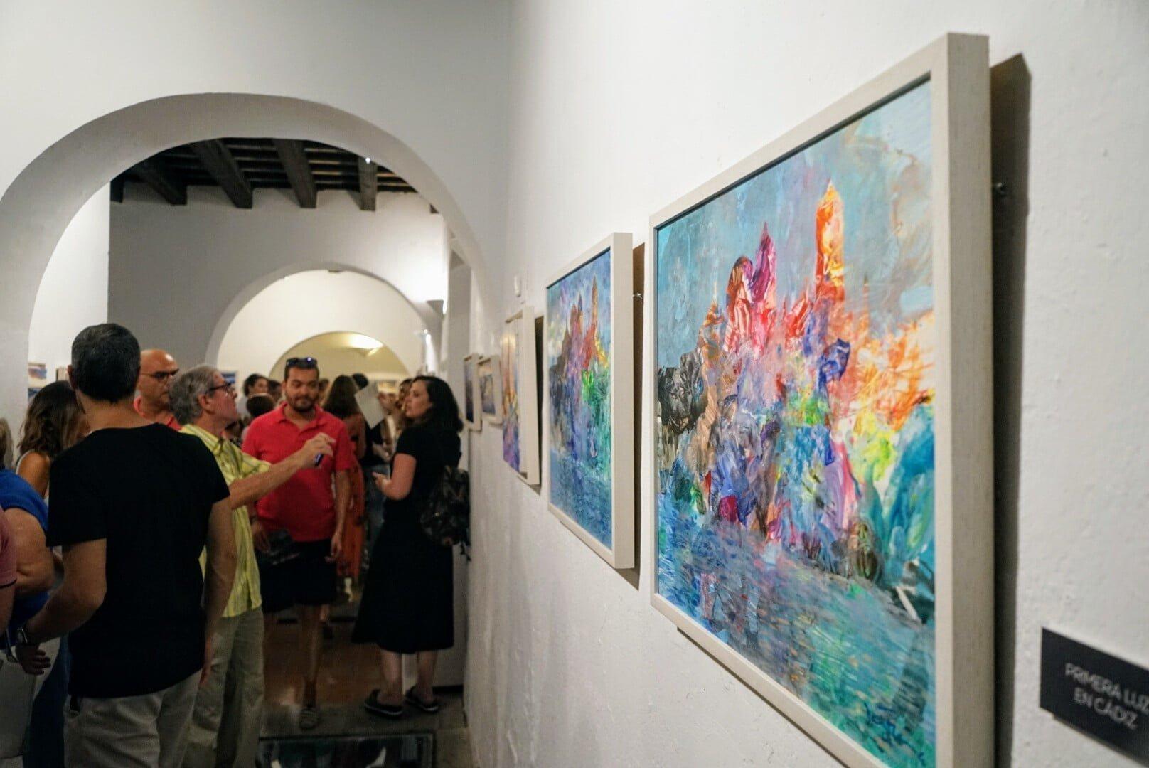 Muchas personas se dieron cita en la inauguración de la exposición.